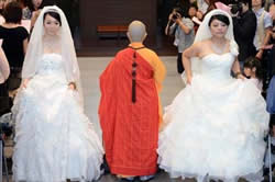 【奇聞】台灣女同性戀首次舉行佛教婚禮